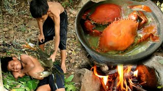 Primitive Technology - two boy finding Crabs at river - Cooking crabs eating delicious -04
