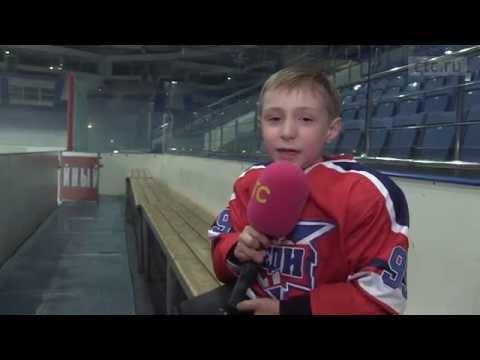 Молодёжка: Антипов учит брата кататься на коньках