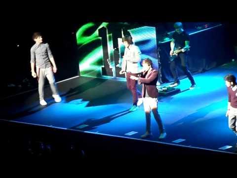Tell Me A Lie - One Direction - Birmingham NIA