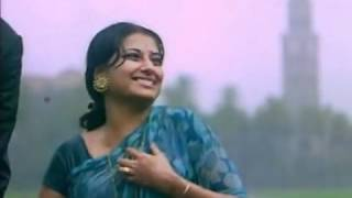 Moushumi Chatterjee wet in saree in Manzil