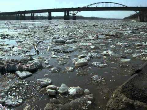 В Уфе лед тронулся, на реке Белой