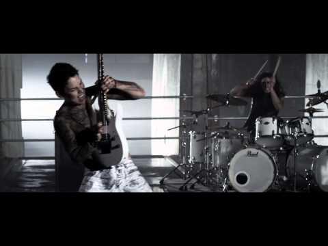 Download Lagu Escape the Fate - Ungrateful (Official Video) MP3 Free