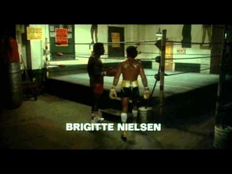 """Scena iniziale del film """"Rocky IV"""", drammatico del 1985, con Sylvester Stallone (Rocky Balboa), Talia Shire, Burt Young, Carl Weathers, Brigitte Nielsen, Ton..."""