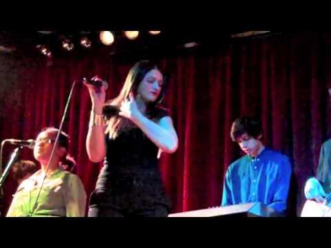 Orang Putih Minah Salleh Nyanyi Lagu Melayu indonesia 'tiada Lagi' Live In London video