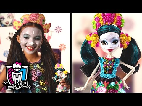 Paint Your Face Like Monster High™ Skelita Calaveras   Monster High