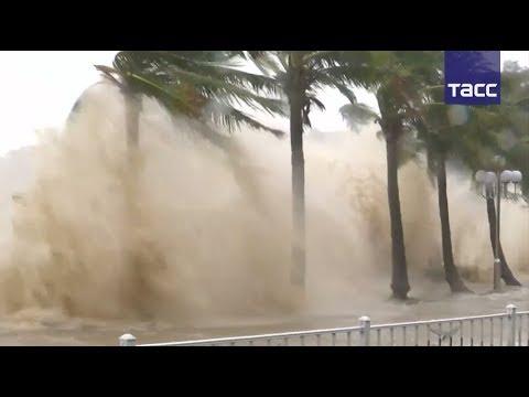 """Разрушительный тайфун """"Хато"""" обрушился на юг Китая"""