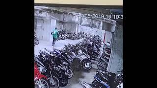 3 tên trộm mặc áo Grab vào hầm chung cư bẻ 2 con ex150 bị gãy đoãn và bẻ 1 con SH150i và cái kết
