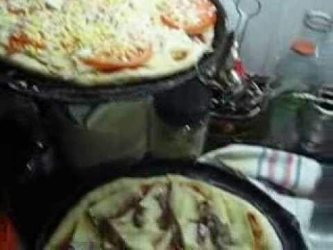 En La Cocina Viendo Las Ricas Pizzas Que Hace Mi Tia. (02) Final.