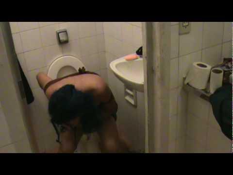 Sunday entra e vai ao banheiro: parte 1, MIC.VIDAL