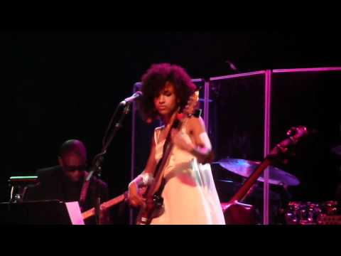 Esperanza Spalding live - Black Gold video
