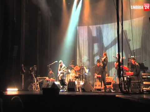 'Sulla strada' Il concerto di Francesco De Gregori ad Assisi