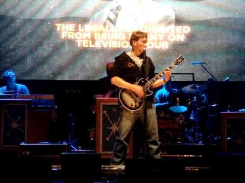 Thumb Conan O'Brien singing I will survive and Creep