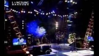 download lagu Menunggu Pagi gratis