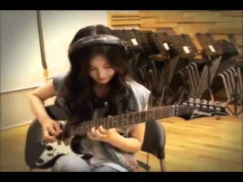 Noh Lee Young (After School) plays Far Beyound the Sun by yngwie malmsteen