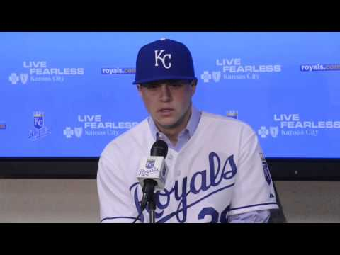 Royals sign right-handed pitcher Kris Medlen
