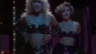"Un, dos, tres... - Striptease de las chicas de ""Le Millardaire"""