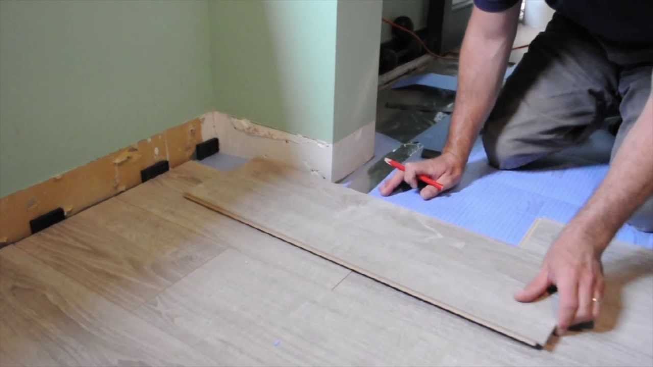 Pose de plancher flottant tapes et comment faire youtube for Poser du parquet pvc