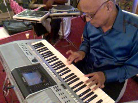 Sab Kuchh Seekha Humne : Anari (1975)  : performed by COL CHAKRAVARTI - Keyboard Artiste