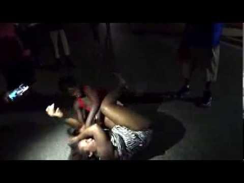 Ghetto hood fight - Women fight in street