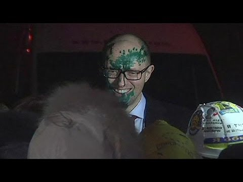 Ukrainian opposition leader gets a face full of paint
