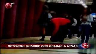 Hombre  grababa debajo de la falda a escolares en el Metro de Santiago