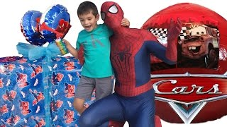 SPIDERMAN FOR KIDS SURPRISE PRESENT AND SURPRISE EGGS TOYS! spiderman for children