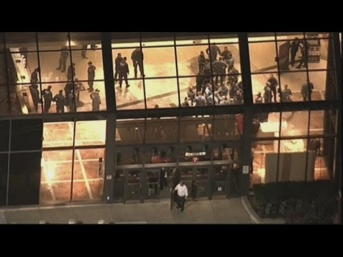 Police search for gunman after shooting inside New Jersey mall