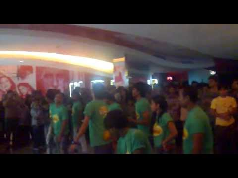 FLASHMOB - Hum Toh Hain Cappuccino (U.P. Bihar Lootne) - Kyaa...
