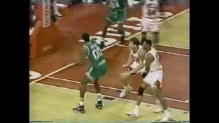 40-Year-Old Robert Parish Makes 3 Clutch Shots in a Row