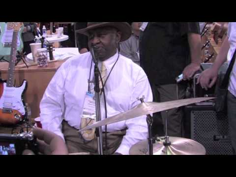 Bernard Purdie demos the 12 lug snare drum Superdrum