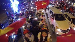 Chơi lầy ĐỘI FULLFACE chạy ôtô ĐI BÃO - CSGT thả xe mừng CHIẾN THẮNG U23 Việt Nam