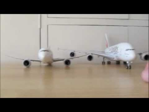 Unboxing SkyMarks Emirates Airbus A380-800 1:200 Scale