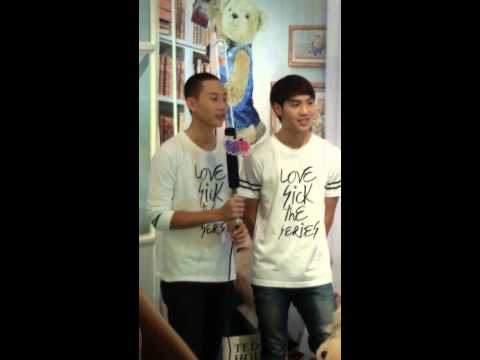 140821 ขอร้อง White&Captain #lovesicktheseries @Teddy house Siamsquare