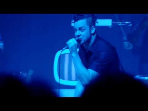Jack White performing
