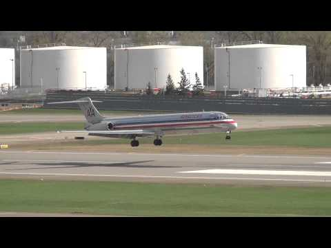American Airlines McDonnell Douglas MD-83 Crosswind Landing | N590AA | MSP