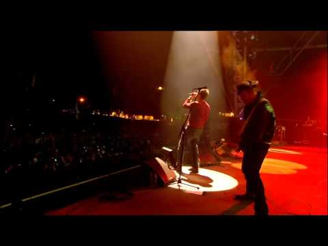 Gorillaz - Kids With Guns (Live @ Glastonbury 2010)