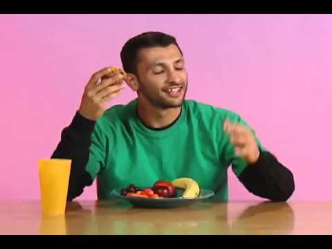 Hurray For Baba Ali - Eating with the right hand