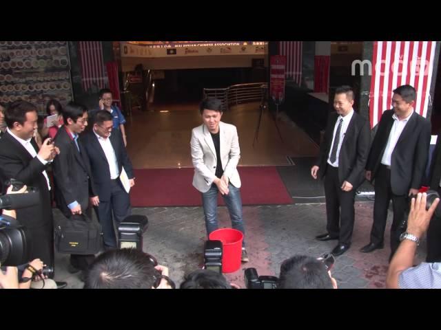 张盛闻接受冰桶挑战 Chong Sin Woon Accepted ALS Ice Bucket Challenge