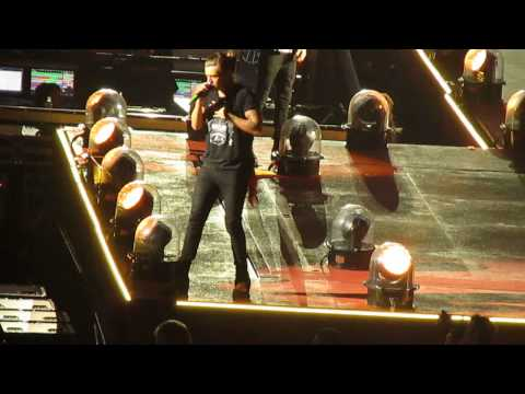 One Direction - Kiss You - live in New Orleans