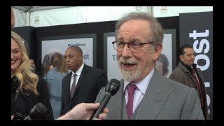 THE POST Interviews: Steven Spielberg, Tom Hanks, Odenkirk, Whitford, Rhys, Coon, Brie and more!