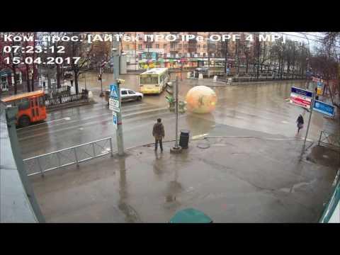 Зорб на Комсомольском проспекте. Пермь. 15 апреля 2017