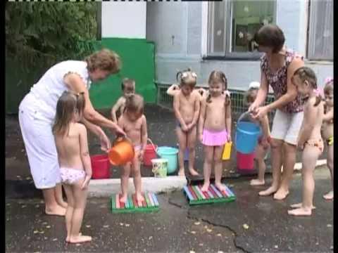 Как закалять ребенка летом?