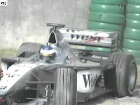 Häkkisen viimeinen aika-ajokierros kauden 1999 viimeisessä aika-ajossa päätyi hiekalle juuri ennen kierroksen alkua. Selostamossa reagoidaan...