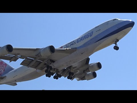 China Airlines Cargo Boeing 747-400F [B-18706] landing at Los Angeles (LAX/KLAX)
