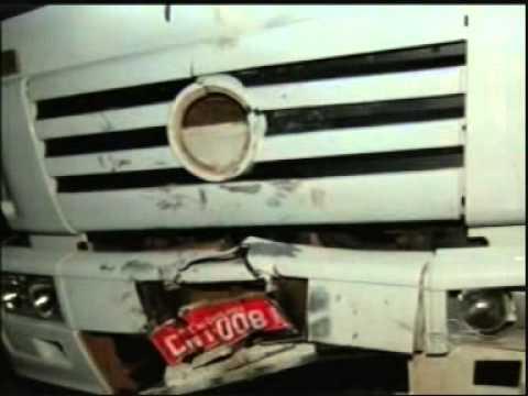 Adolescente morre ao bater de frente com caminhão em ultrapassagem na BR-365