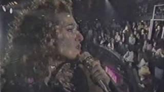 Watch Celine Dion Le Monde Est Stone video