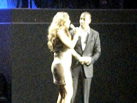 Mariah Carey singing Happy Birthday to Nick Cannon