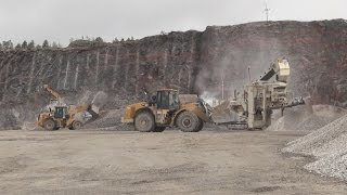 Cat 349E - 962K - 980H - Crushing in a quarry with Metso / Nordberg