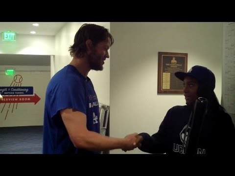Mo'ne Davis meets and gets gift from Kershaw