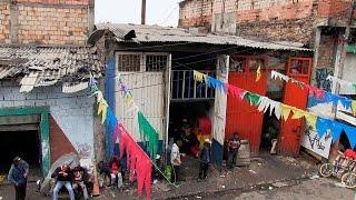 download lagu Visitamos Un €�hotel' En El Bronx - En Tierra gratis